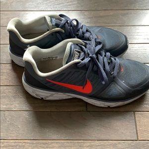 Women's Size 7 Nike Lunar Victory II Sneakers